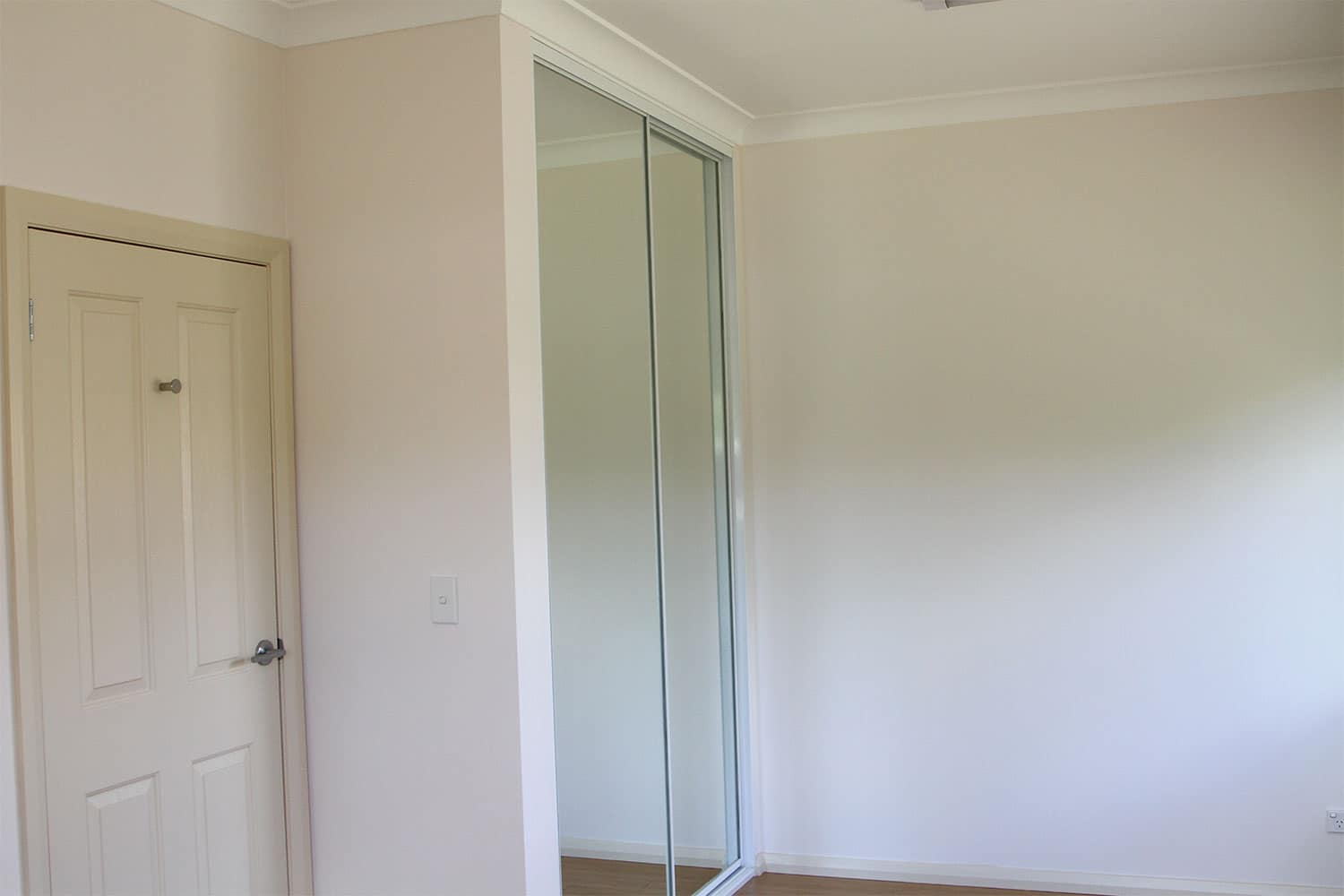 Commercial Grade Stylish Built-In Wardrobes