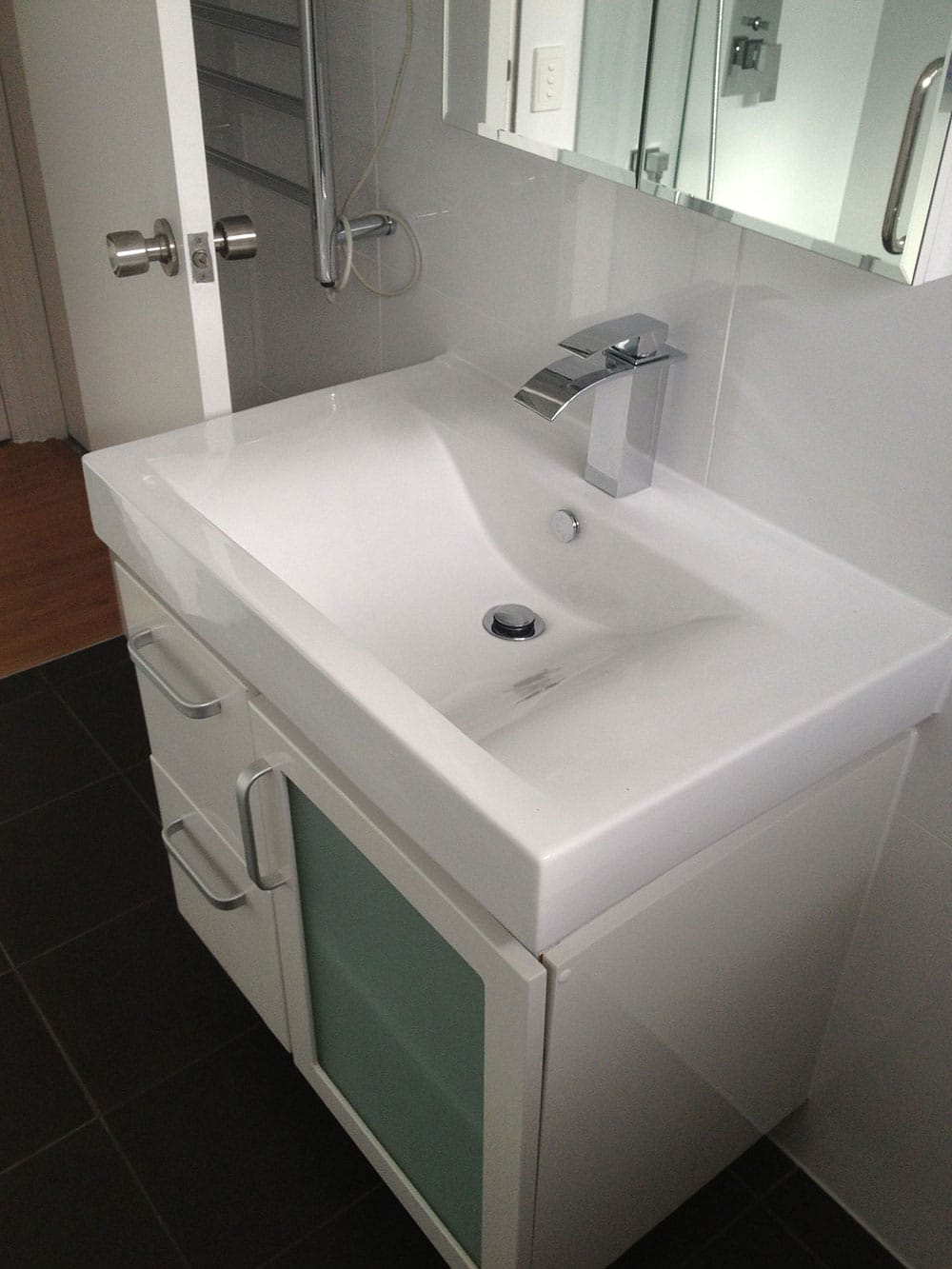 700mm Vanity & Mixer From Builders Optimised Selected Range