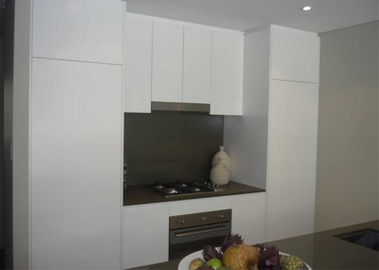 Polyurethanes Kitchen with Coloured Glass Splashback