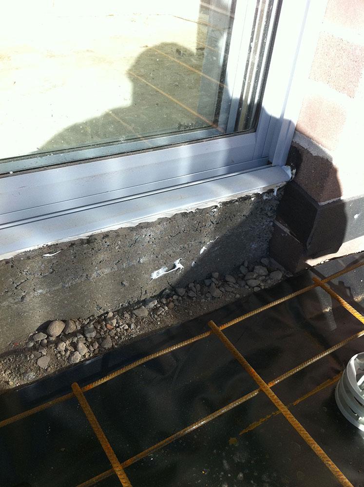F82 Steel Reinforcement & Expansion Joint On Perimeter Brickwork To Avoid Cracks